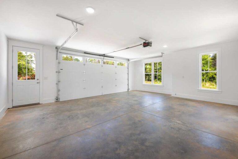 5834 Zinfandel St garage